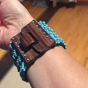 Jewelry - Turquoise beaded bracelet with wooden clasp.